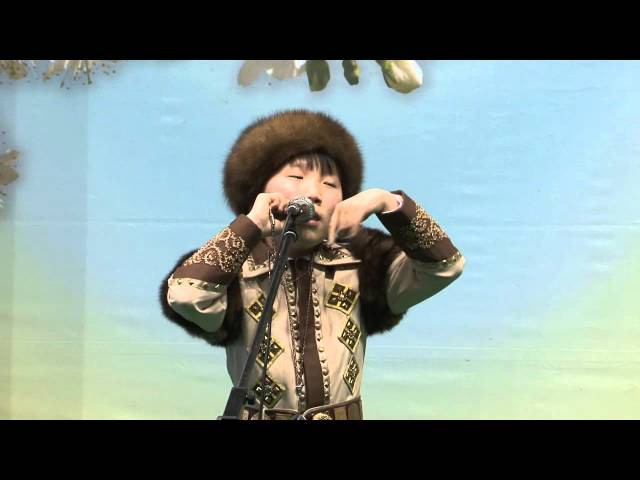 Владимир Дормидонтов играет на хомусе