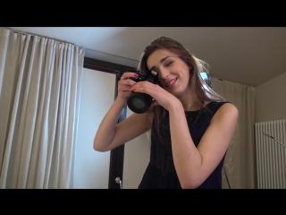 Озабоченная девушка-фотограф