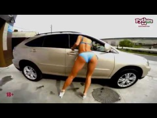 Автомойка сексуальными девушками. Девушки в бикини. Стриптизерши моют тачку