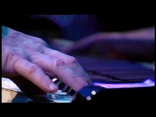Elton John – Sorry Seems To Be The Hardest Word (live)