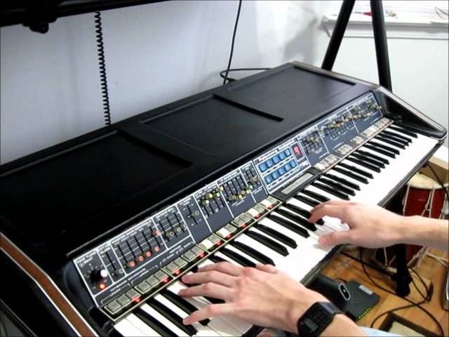 Polymoog 203a demonstration by Synthpro