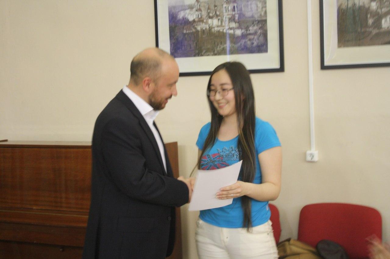Михаил Щапов встретился со студентами и вручил грамоты за субботник