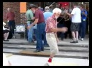 Дед танцует шафл