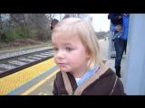 Реакция 3-ех летней девочки на поезд (english) [360p]