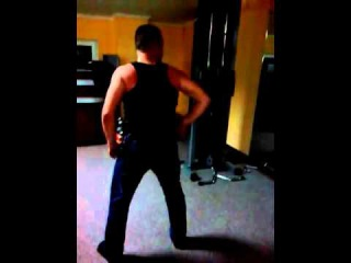 Как танцуют твёрк мужчины ))))