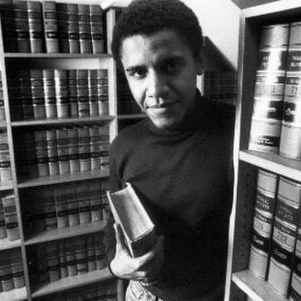 Барак Обама крадёт книги из Ленинской библиотеки. СССР, 1981 год