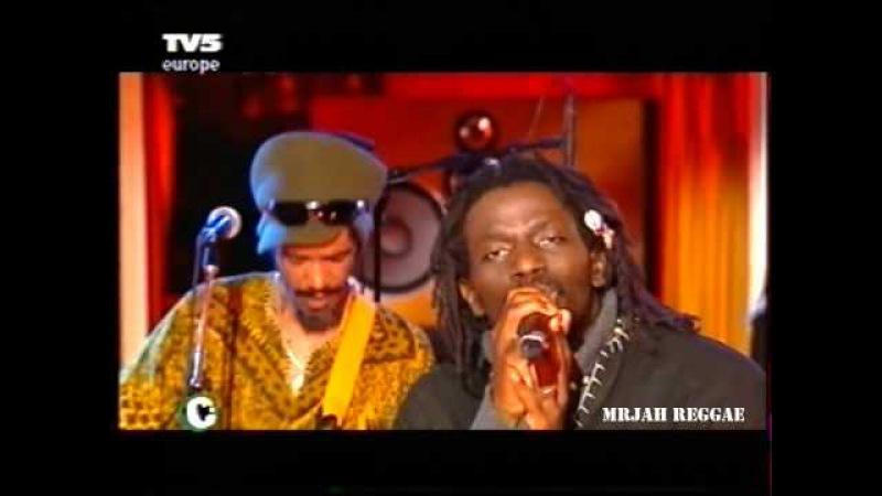 Tiken Jah Fakoly - L'Afrique Doit Du Fric (Live session in the TV5MONDE studios, April 2005)