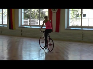 girl on bicycle (Vine Video)