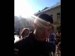 22.08.2015 в 16.50 на Старом Арбате на музыканта оказывает давление Полиция, по его вытеснению с улицы Арбат и цель достигнута.
