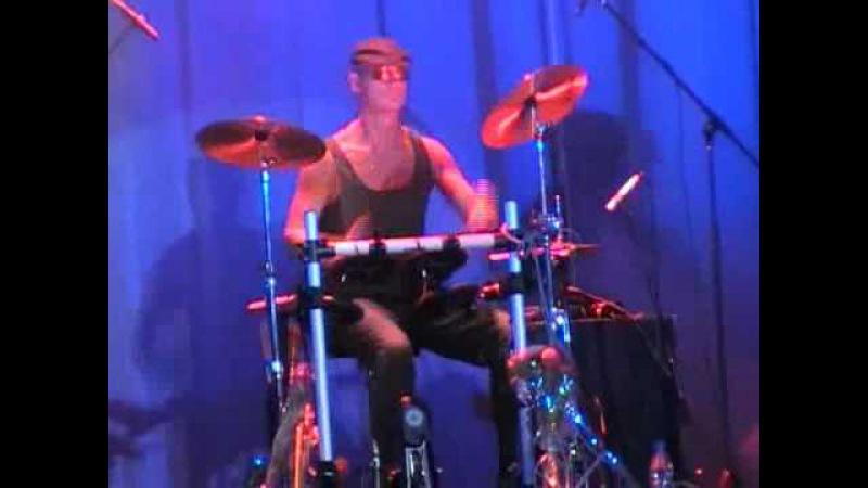 Соло барабанщика группы Бутырка