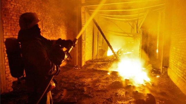 В Таганроге горел цехе по производству детских качелей