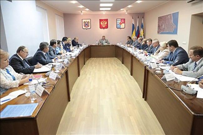 Таганрогу из области выделят дополнительные средства на оснащение родильного дома и благоустройство города