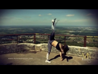 Chloe Bruce _ Хлоя Брюс растяжка ног