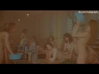 Евгения Крюкова и другие голые девушки в бане в фильме