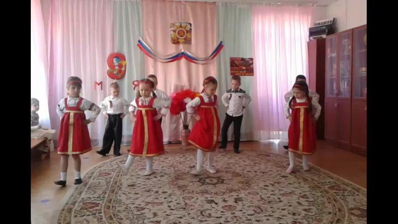 Танец под песню военных лет Катюша ко Дню Победы