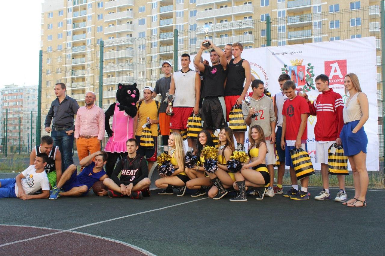 Таганрожцы одержали победу на II открытом турнире по стритболу