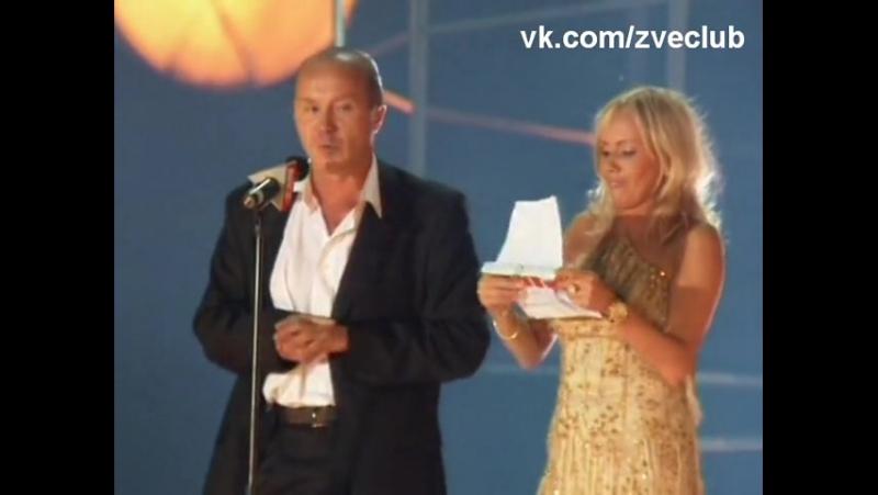 Андрей Панин и М.Бутырская объявляют победителей премии Муз-ТВ Лучший альбом- гр.Звери2005