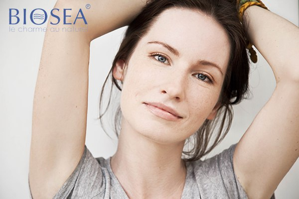 Дневной макияж для брюнетки с зелеными глазами