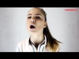 Девочка круто поёт песню