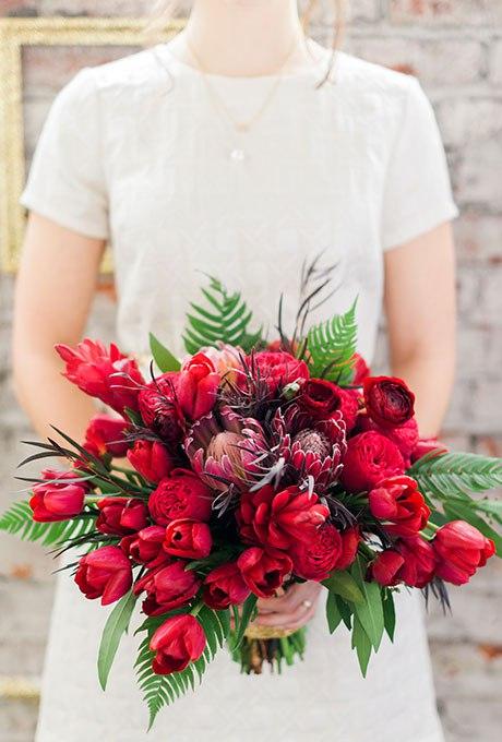 AHU9rZVTwK0 - Красные свадебные букеты (25 фото)
