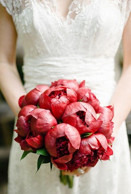 kUr71uIGrBk - Красные свадебные букеты (25 фото)