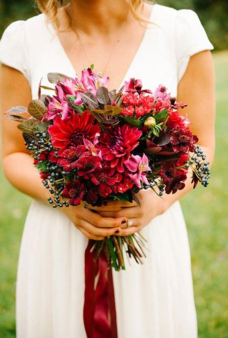 y9qbEMWJze8 - Красные свадебные букеты (25 фото)