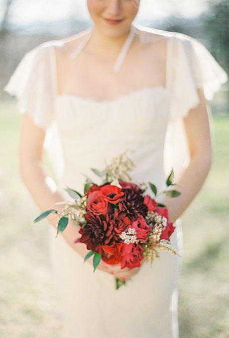 BCfU1X0WDkY - Красные свадебные букеты (25 фото)