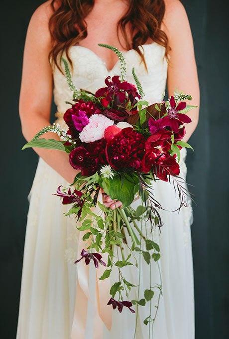 EFU1Ius6dPU - Красные свадебные букеты (25 фото)