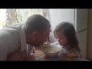 Кира кушает и кормит папу