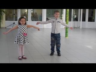 Темочка и Дариночка