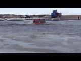 Грузовые автомобили КАМАЗ под водой - опасное видео 2015