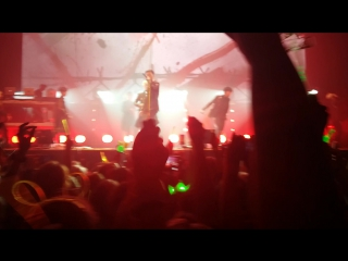 B.A.P- one shot ( live on earth 2016 Moscov Awake )