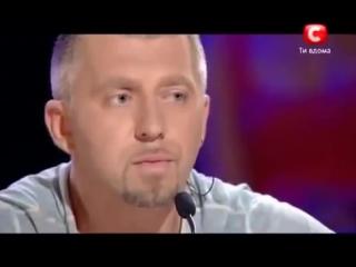 Парень сирота Николай Лесив спел в память о родителях Помолимся за родителей - YouTube