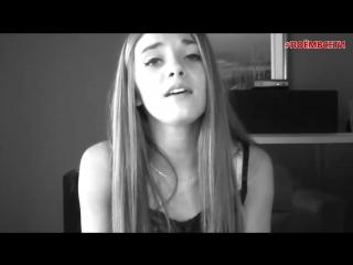 Красивая девушка с прекрасным голосом классно поёт