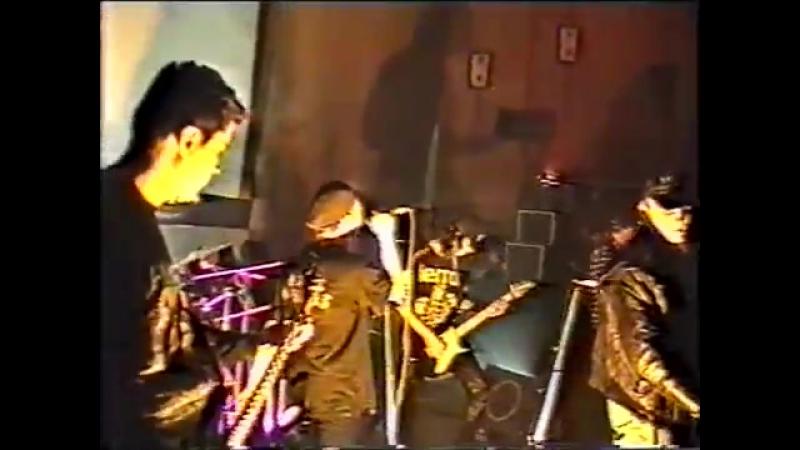 Роман Шахновский (ex - Les Primitifs) в Четыре Таракана - Полгода плохая погода (Концерт в Брянске, 09-11-1996)