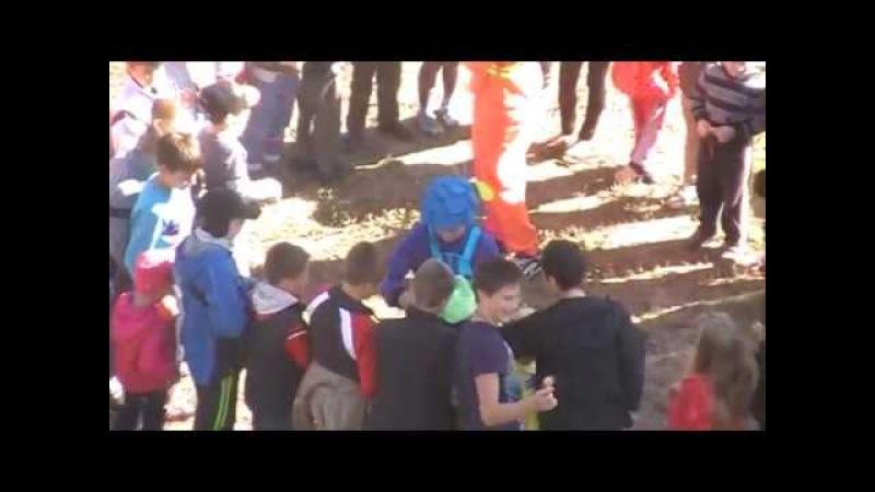 Клоуни Радуцького та Щукіної роздавали цукерки дітям на Луначарці