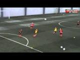 1. 2:2+2 На этом видео показана позиционная игра возрастной группы U-9 с участием нейтральных футболистов. Это простое упражнение, во время выполнения которого игроки учатся правильно двигаться, отдавать передачи и принимать мяч на участке поля, на которо