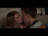 Сестра и брат целуются (Мы Миллеры)