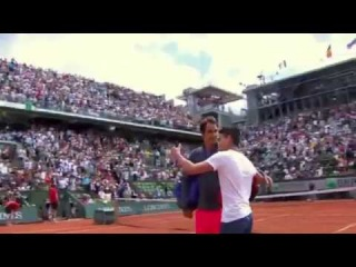 Fan jumps on court, attempts selfie with Federer vs Alejandro Falla Roland Garros