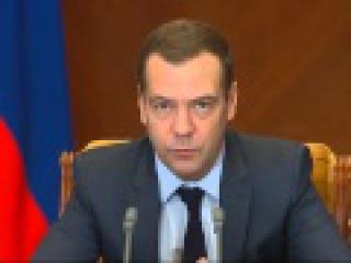 Медведев поручил подготовить реалистичный прогноз цен на нефть