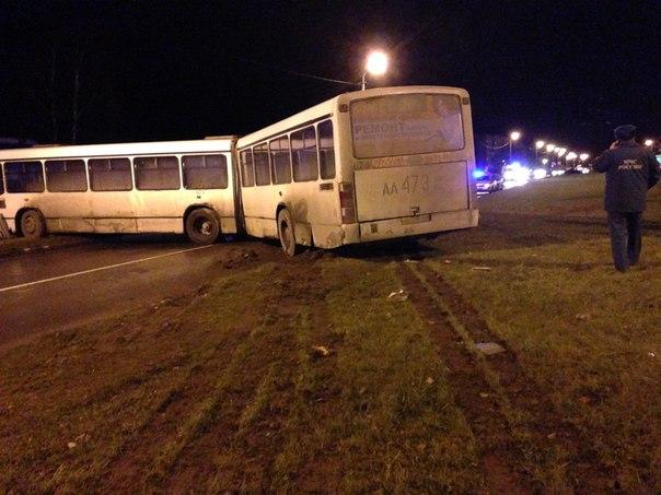 Вчера два человека погибли и два пострадали в столкновении автобуса и
