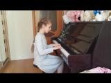 Вероника играет дома на фортепьяно. Утро в лесу
