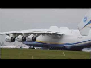 Взлет супер самолета АН-225 Мрия