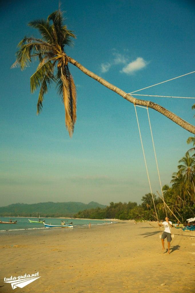 Качели на пляже