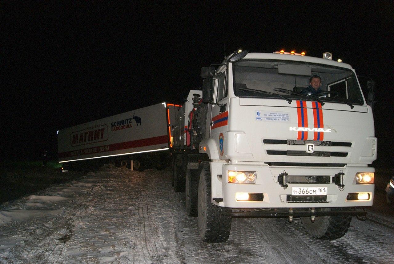Донские спасатели помогают попавшим в беду на трассах области