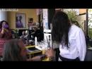 Парикмахер стрижёт девушек с помощью огня и меча / This Insane Hairdresser Uses Swords And Fire