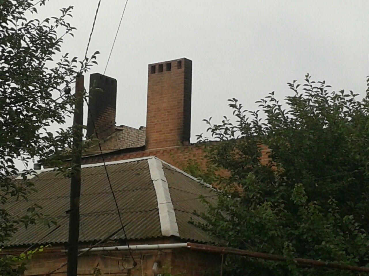 В Таганроге из-за попадания молнии сгорел двухэтажный дом