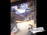 Камера наблюдения сняла гибель посетителя ТЦ в Казани