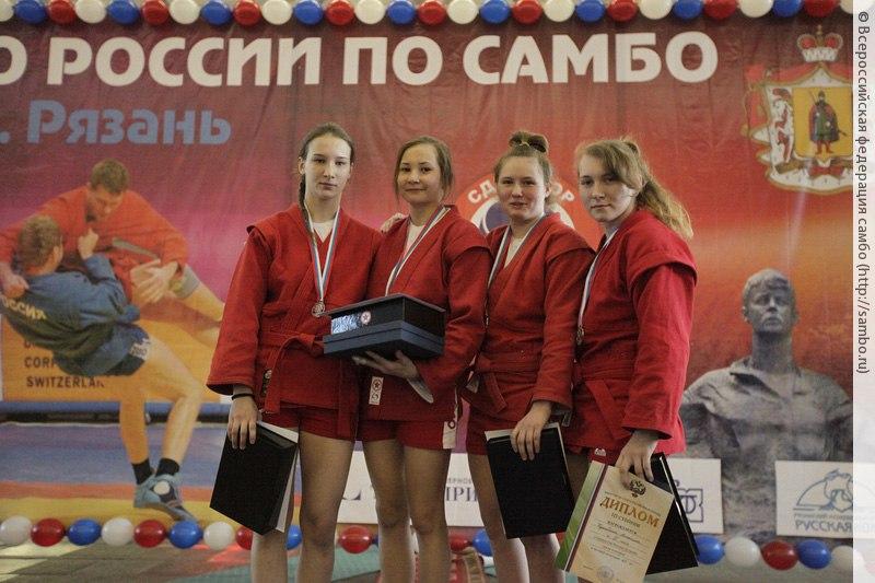 Таганрогские спортсменки готовятся к Первенству Мира по самбо среди юниорок