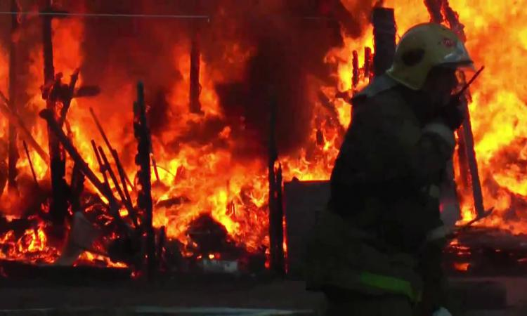 Под Таганрогом в хозпостройке заживо сгорел неизвестный мужчина